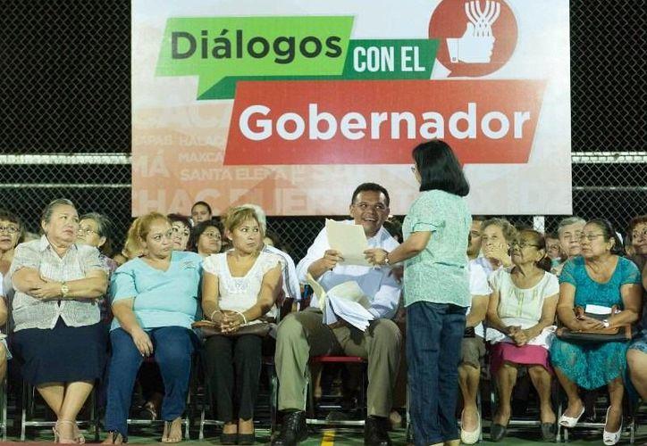 """El Gobernador se reunió por más de dos horas con vecinos del oriente de Mérida en el marco de los """"Diálogos con el Gobernador"""", para recoger sus inquietudes y responder a sus solicitudes. (Cortesía)"""