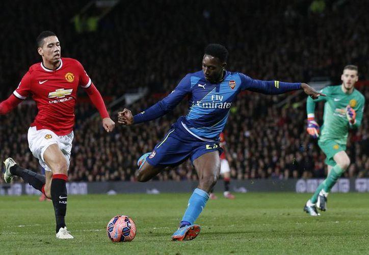 Danny Welbeck, quien salió por la puerta trasera del Manchester United, hizo un gol en el 2-1 del Arsenal, que avanzó a semifinales de la FA Cup. (Foto: AP)