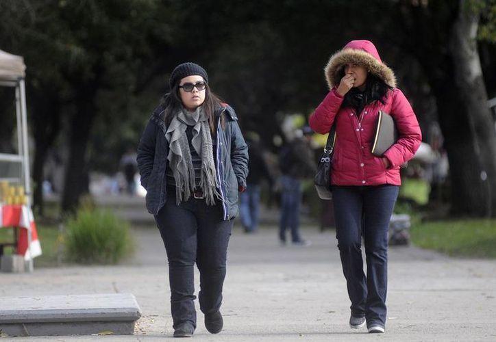 El Gobierno llamó a la población a tomar previsiones antes la intensa ola de frío que se avecina con la llegada del frente frío número 24, cuyos efectos se sentirán desde mañana, en el norte del país. (Foto de contexto/NTX)