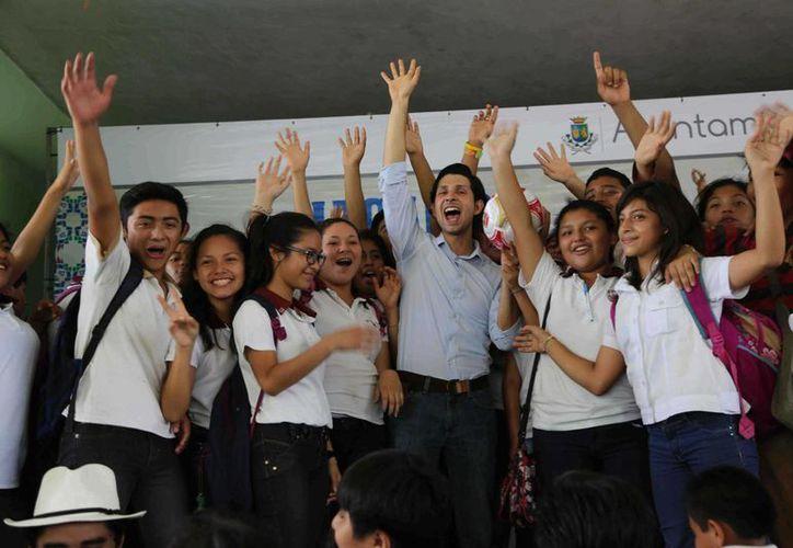 Estudiantes de la Secundaria General No. 2 de Mérida recibieron información sobre los riesgos de las adicciones. (SIPSE)