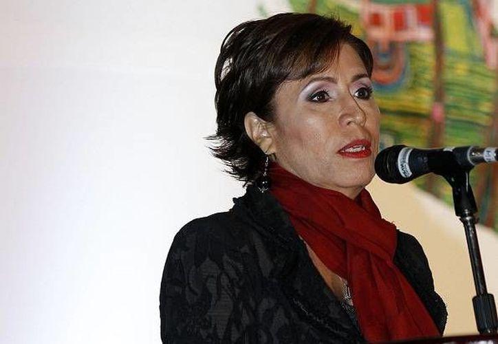 Rosario Robles suscribió el documento  que permite a los empleados que sean padres estar con sus bebés recién nacidos al menos 10 días. (Notimex/Archivo)