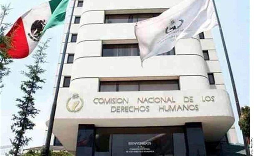Aseguró López Obrador que la insistencia de la Comisión se debe a la demanda de un partido conservador. (Foto: Reforma)