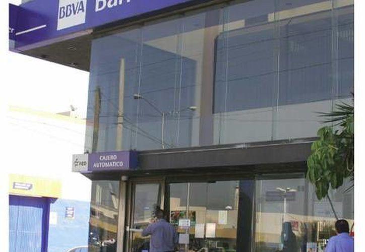 Bancomer (foto), Santander, Banamex, Banorte, HSBC, Scotiabank e Inbursa se repartieron casi 47 mil millones de pesos. (Milenio)