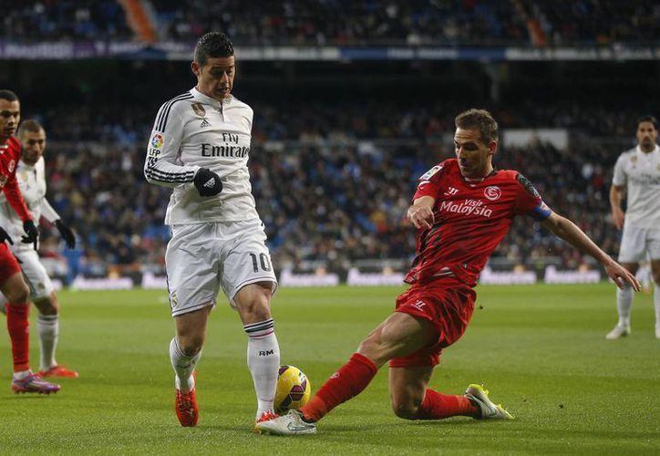 James Rodríguez se perderá los próximos dos meses de juegos de Real Madrid debido a una fractura en un pie. (Foto: AP)
