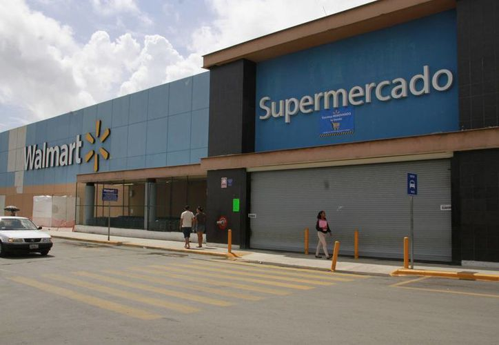 El supermercado Walmart de la Gran Plaza fue clausurado nuevamente. (Tomás Álvarez/SIPSE)