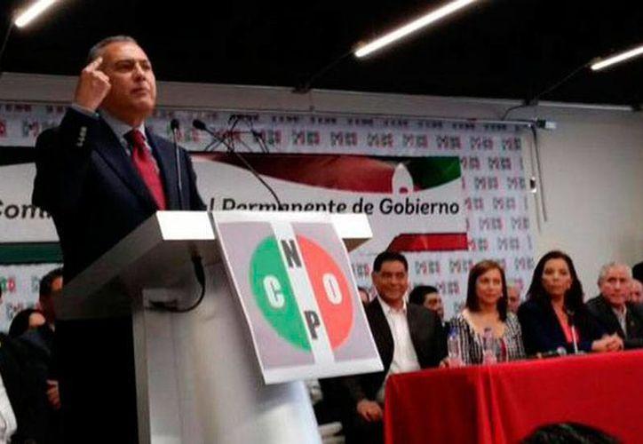 Manlio Fabio Beltrones estuvo en la CNOP para pedir voto de confianza para dirigir al PRI. (Twitter @CNOPNacional)