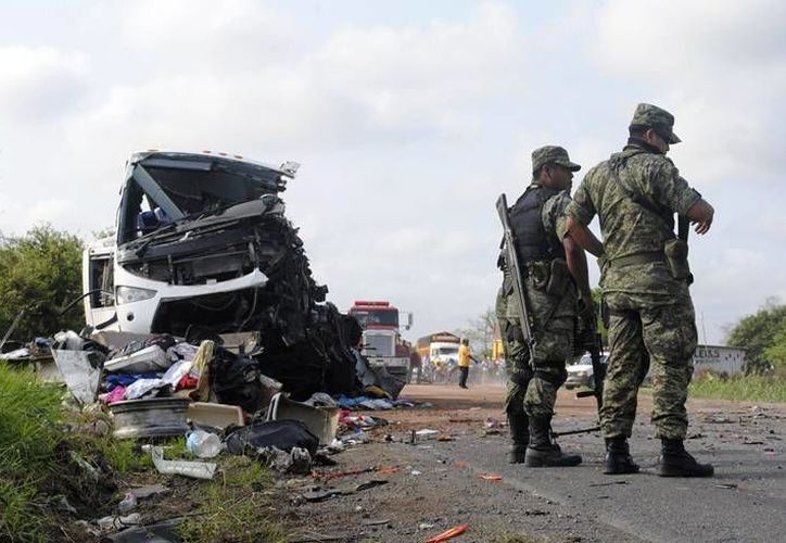 Por el accidente la pista fue cerrada a la circulación durante toda la mañana. (Archivo/Milenio)