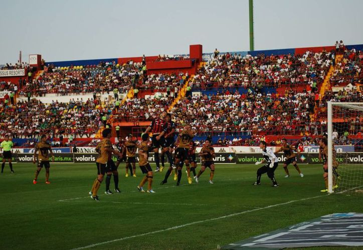 Los Potros de Hierro acumularon 12 derrotas del Torneo Clausura 2013. (Tomás Álvarez/SIPSE)