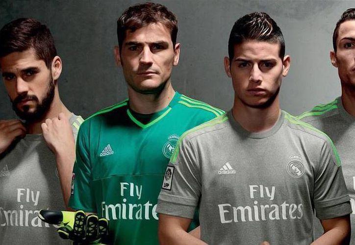 Esta es la segunda indumentaria de Real Madrid para la temporada venidera en España. (Fotos: futboltotal.com)