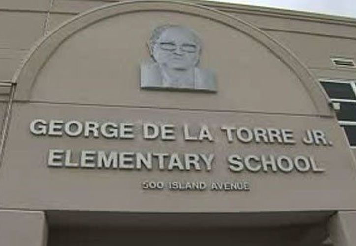Robert Pimental, de 57 años, habría cometido los abusos en el interior de la primaria en la que trabajaba. (www.hoylosangeles.com)