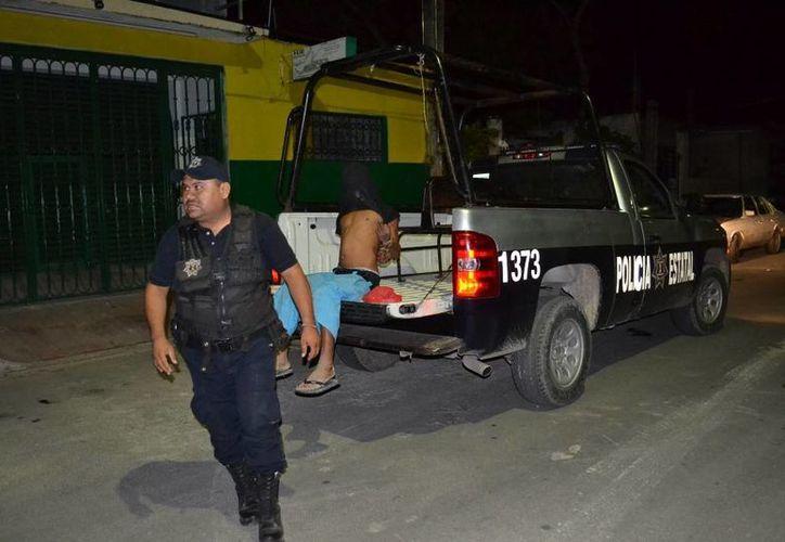 Uno de los ladrones fue detenido al derrapar la motocicleta en la que escapaban. (Redacción/SIPSE)