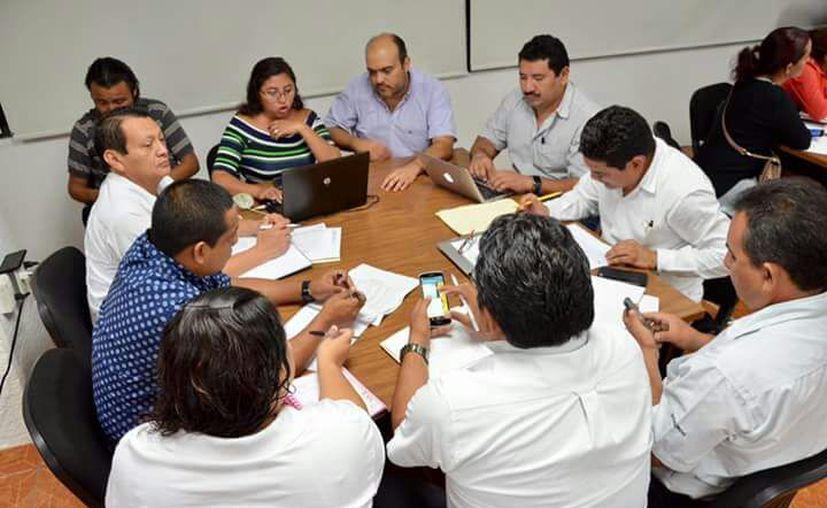 La reunión dio inició a las 7:00 de la noche y concluyó cerca de las 11:00, quedando pendiente detallar el nivel de telesecundaria. (Joel Zamora/SIPSE)