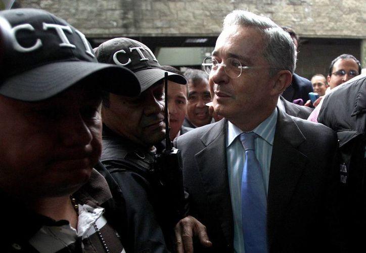 Imagen reciente del expresidente y senador electo colombiano, Álvaro Uribe, en la Fiscalía en Bogotá, Colombia. (EFE)