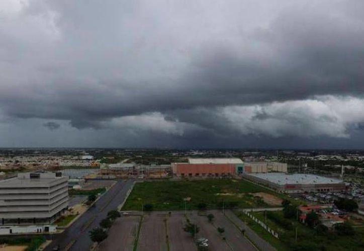 La Conagua pronosticó 'días pasados por agua', debido a la llegada de una onda tropical a Yucatán. (Israel Leal/Archivo SIPSE)