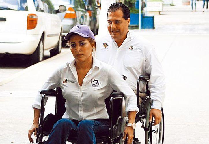 """el presidente municipal recibió comentarios que calificaban como una burla el uso de la silla y no como un acto de """"solidaridad"""". (Milenio)"""