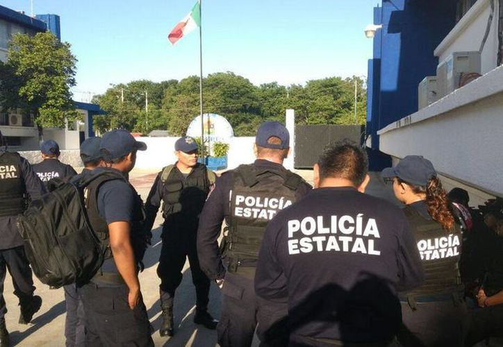 Exigieron pagos de salarios y aguinaldos y acusan incertidumbre por sus contratos. (Ángel Castilla/SIPSE)