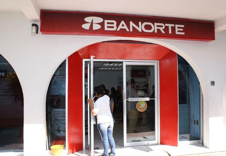 Al menos 646 derechohabientes del Banco Mercantil del Norte (Banorte) se vieron afectados. (Ernesto Neveu/SIPSE)