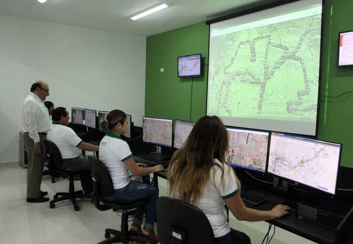 Yucatán lleva a cabo la modernización de su sistema de transporte. Imagen de las oficinas de SITUR donde se da seguimiento de las rutas.  (Milenio Novedades)