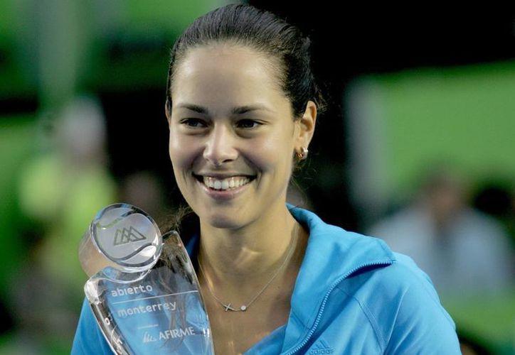 La tenista Ana Ivanovic lució muy superior a su paisana Jovana Jaksic en el partido disputado en el club Sonoma, en Monterrey. (Archivo Notimex)
