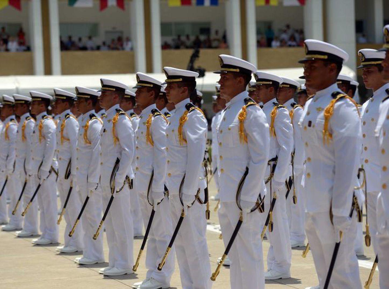Naval y Armada ofrecen carreras