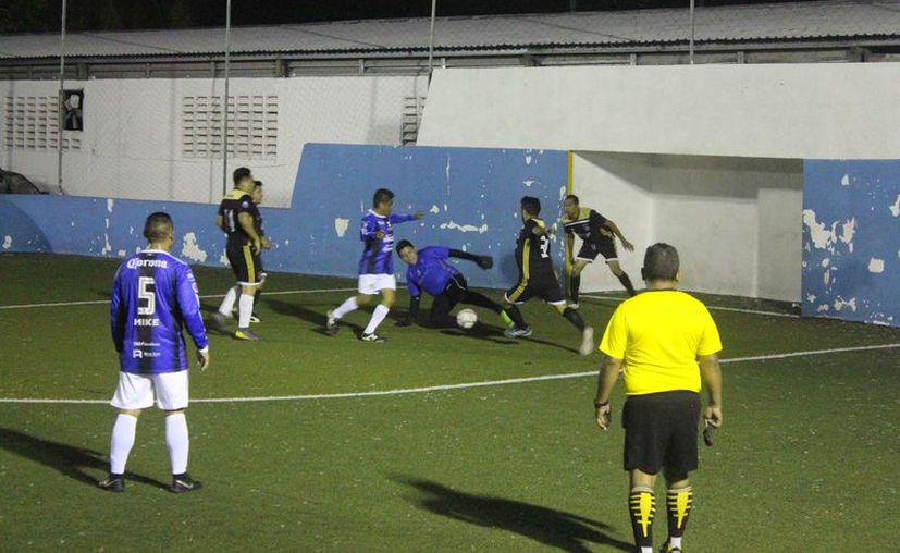 La gran final del torneo se disputó en la cancha de pasto sintético de la Unidad Deportiva José Guadalupe Romero Molina. (Miguel Maldonado/SIPSE)