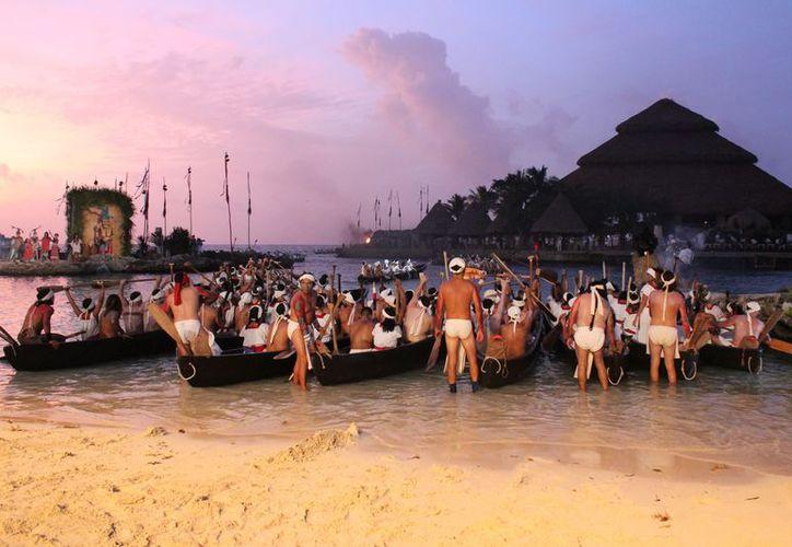 Las 30 embarcaciones emulaban a las tradiciones prehispánicas mayas. (Daniel Pacheco/SIPSE)