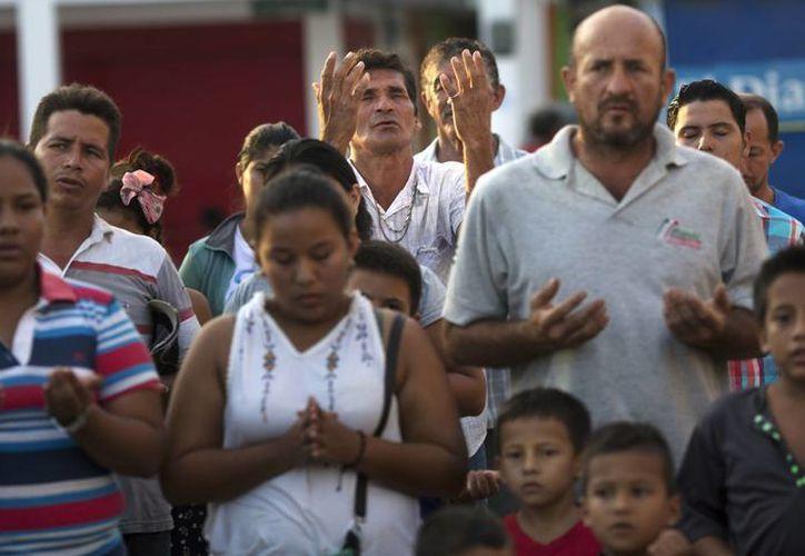El terremoto de magnitus 7.8 que sacudió a Ecuador hace casi dos semanas metió al país en apuros económicos. (AP)