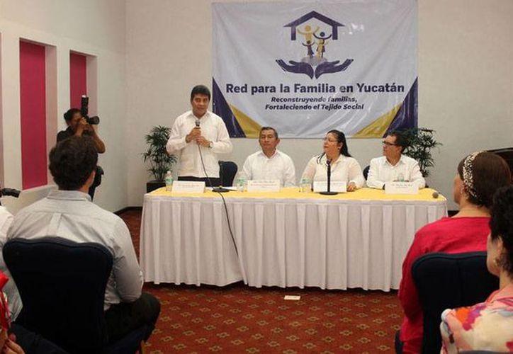 Organizaciones civiles y autoridades integraron en Yucatán la Red para la Familia, como una alternativa para prevenir el delito. (Oficial/FGE)