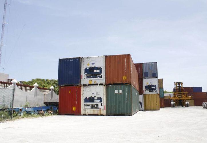 De 30 a 40 contenedores se transportan cada semana, asegura Eilyn Coyaazos Alarco, ejecutiva de ventas de Seaboard Marine. (Israel Leal/SIPSE)