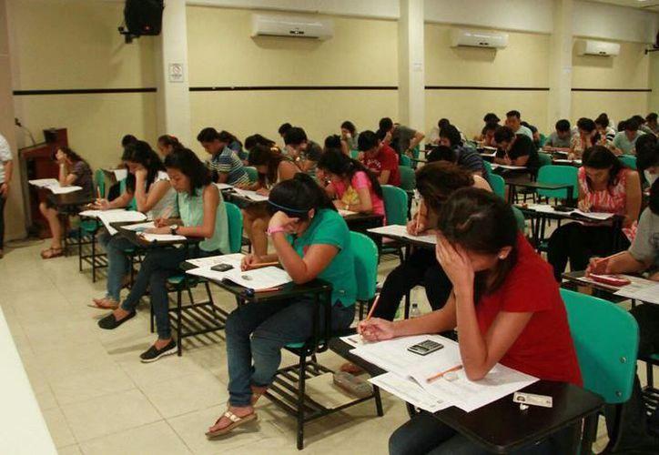 Un porcentaje de los solicitantes presentan el examen por segunda o tercera vez. (Foto: Milenio Novedades)