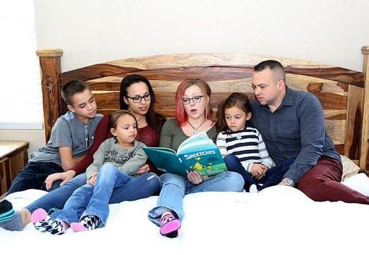 La familia Kaiser está integrada por Cristina, Benno, sus tres hijos y Sierra Kuntz, la novia de ambos padres. (tn.com.ar)