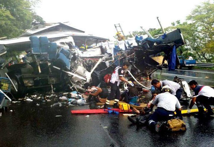 El pasado lunes 21 de julio de 2015, se registró un mortal accidente en la carretera San Blas-Tepic, un tramo de la Tepic-Mazatlán. (Foto Notimex)