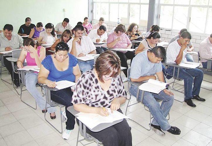 Se informó que ayer presentaron 507 maestros el examen de evaluación y hoy, lo harán 520 profesores en cuatro sedes de Mérida. (Archivo/SIPSE)