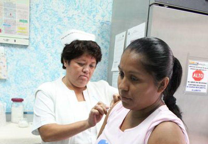 Las dosis son para H1N1 y la influenza estacional, para la población vulnerable de seis meses a cinco años de edad, adultos mayores de 60 años y  mujeres embarazadas . (Harold Pacheco/SIPSE)