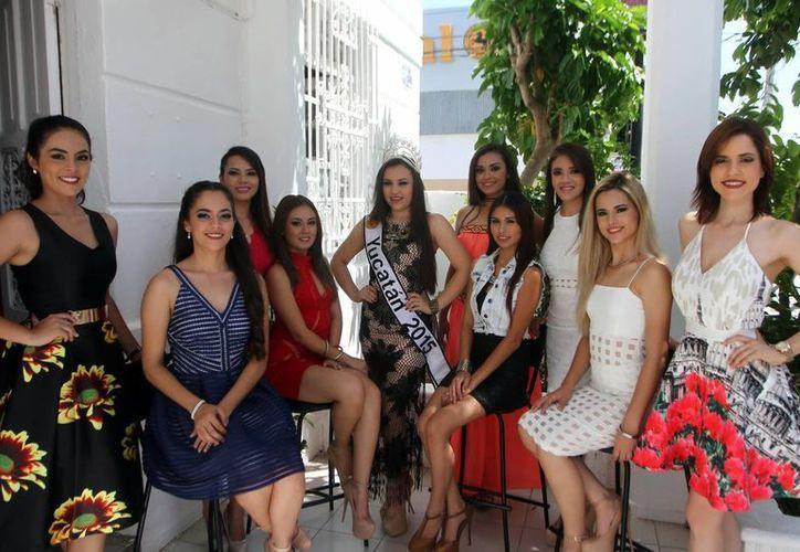 Las aspirantes invitan al público en general a asistir al evento. (Amílcar Rodríguez/Milenio Novedades)