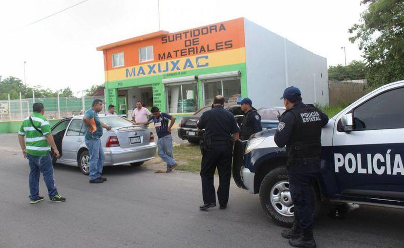 Elementos de la policía Estatal y Policía Ministerial acudieron al lugar. (Redacción/ SIPSE)