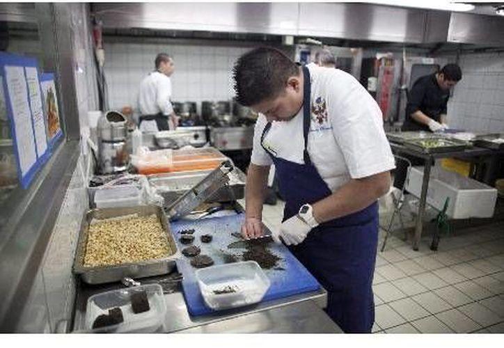 Además de creatividad, es esencial la discreción, tanto que en muchos países los cocineros deben firmar un acuerdo de reserva. (Imagen de contexto/Ansa Latina)