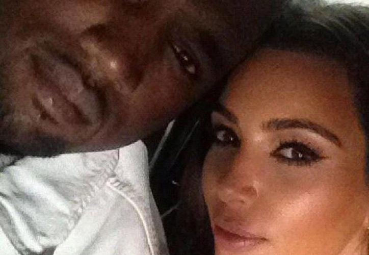 Kim y Kayne en foto tomada de su cuenta de Facebook. (SIPSE.com)