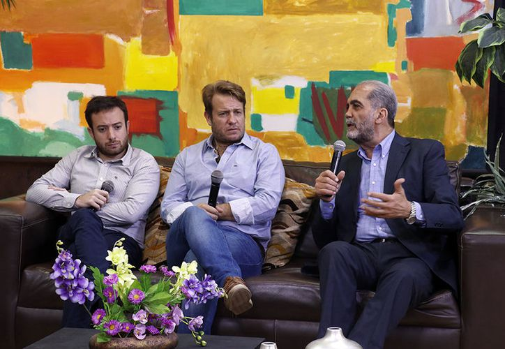 Los escritores Nicolás Márquez y Agustín Laje con Juan Dabdoub. (José Acosta/Milenio Novedades)
