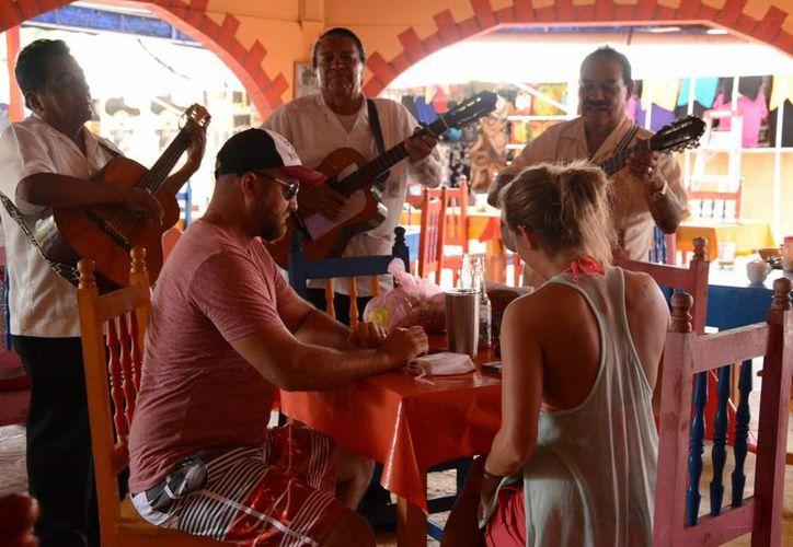 Lo profesionales extranjeros que más se encuentran en Cancún son los cubanos. (Victoria González/SIPSE)