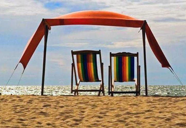 Amantes de las cálidas aguas y climas, los miembros de la comunidad gay encuentran en las diversas playas mexicanas, los destinos más atractivos para pasar sus vacaciones. (Imagen tomada de solnoticias.com)