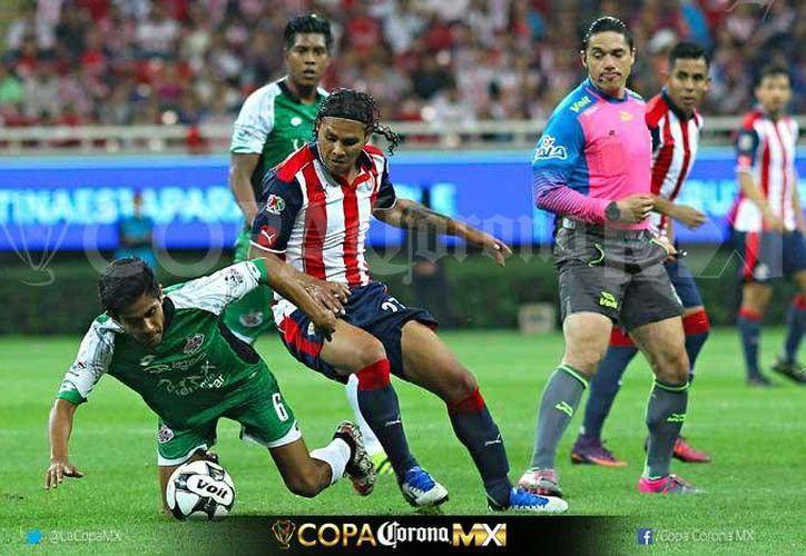 Chivas eliminó a Alebrijes y ahora se enfrentará al América en las semifinales de la Copa MX. (lacopamx.net)