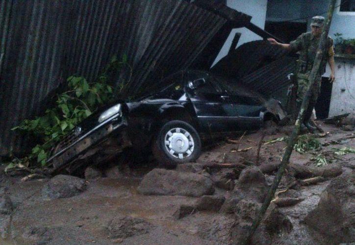 El paso de la tormenta Fernand por Veracruz ha traido muerte y destrucción en varios poblados, y aún afecta otros estados. (Notimex)