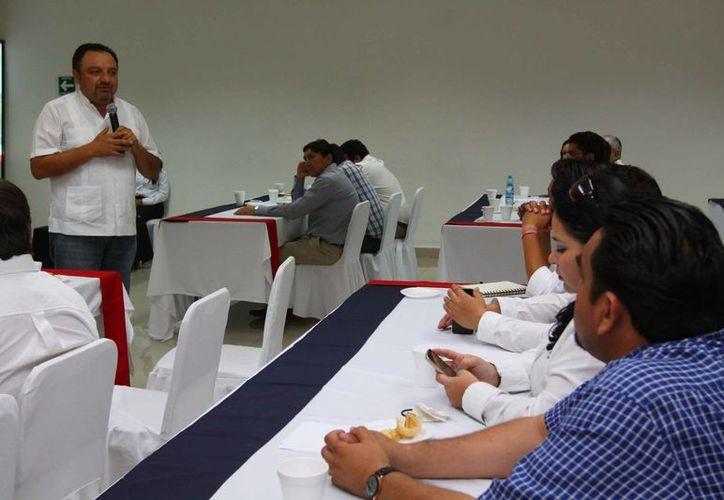 Francisco Torres Rivas, candidato a diputado federal del PRI por el IV Distrito, durante su participación en el foro de la Canacintra. (SIPSE)
