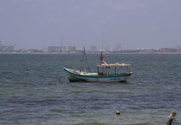 Inapesca ha designado 15 puntos marítimos para medir la temperatura del agua. (Tomás Álvarez/SIPSE)