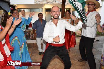 Noé Espinosa festeja en grande un año más de vida