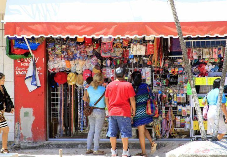 Los consumidores podrán hacer sus pagos de agua, luz, teléfono, cable y otros servicios en las tiendas pequeñas de la capital. (Harold Alcocer/SIPSE)
