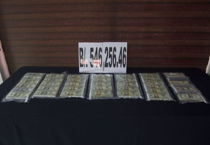 Vista del dinero incautado el viernes 19 de diciembre de 2014, en la desarticulación de una banda narcotraficante vinculada con las FARC y el cártel de Sinaloa de México. (EFE)