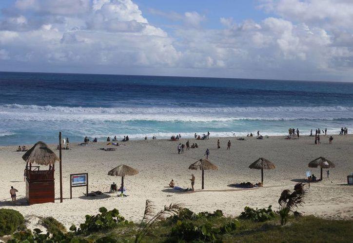 """Playa Delfines cuenta con la certificación """"Blue Flag"""". (Israel Leal/SIPSE)"""