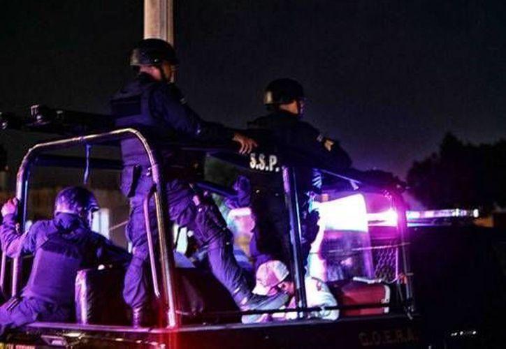 La policía de Progreso puso en marcha un operativo la madrugada de este lunes para desmantelar la fiesta clandestina. (Óscar Pérez/SIPSE)